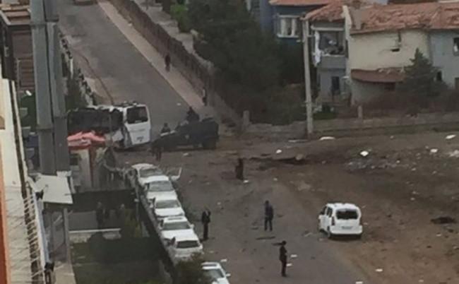 Diyarbakır'da bombalı saldırı: 7 şehit 27 yaralı