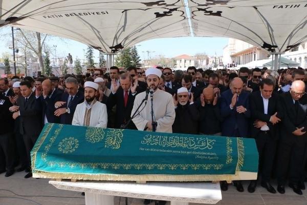 Erdoğan, iş adamı Hüseyin Doğan'ın cenazesine katıldı