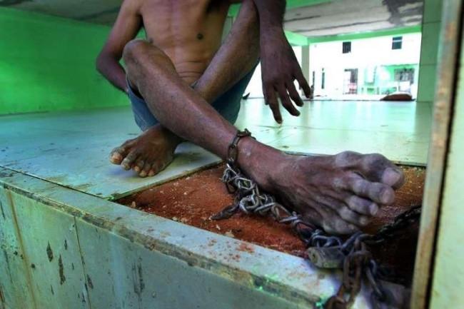 18 bin hasta zincire vurulmuş halde yaşıyor