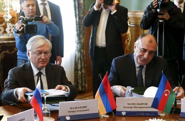 Azeri ve Ermeni Bakan Moskova'da tokalaştı