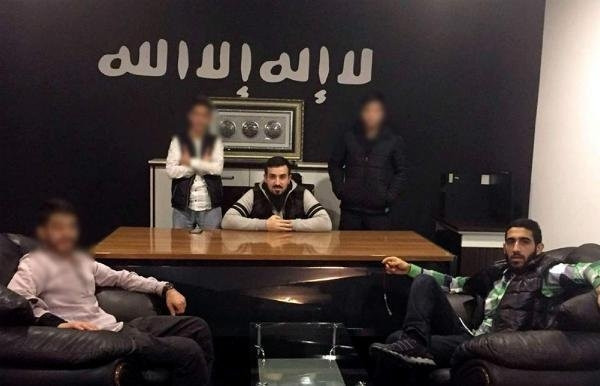 İstanbul Fatih'te gençlik derneğinden cephanelik çıktı