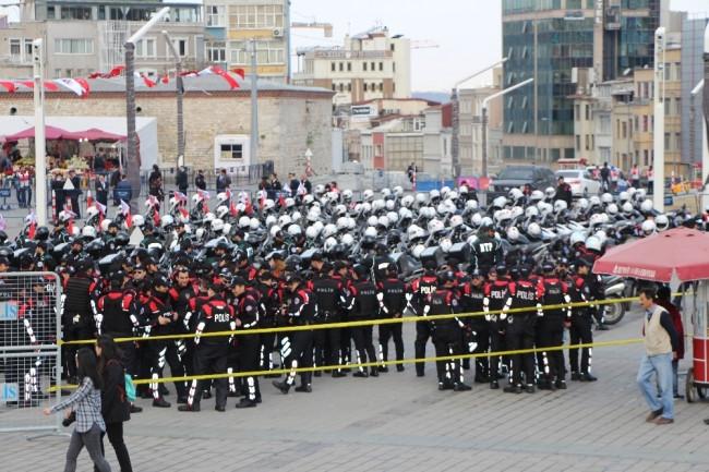 Taksim'de alarm ! Polis kuş uçurtmadı