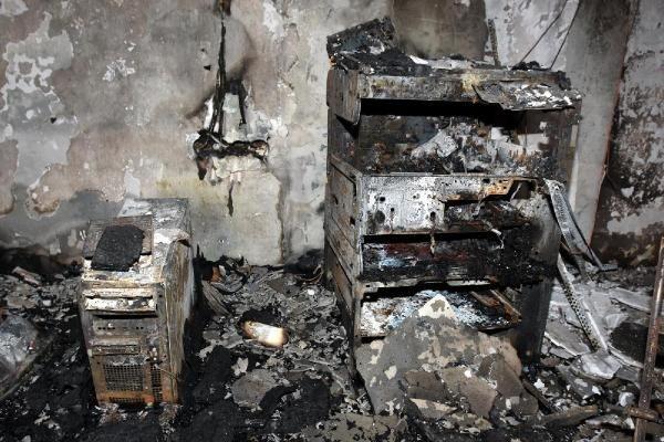 Hainler Van'da okul yaktı