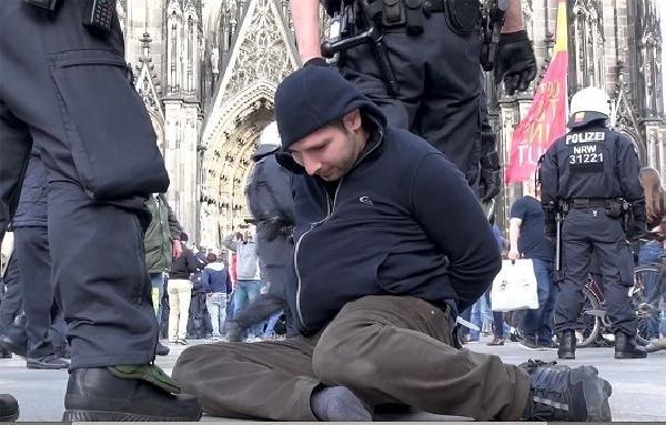 Almanya'da PKK'lılara polis müdahalesi