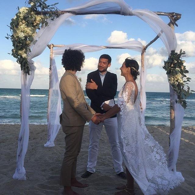 Ünlü şarkıcı Miami'de evlendi