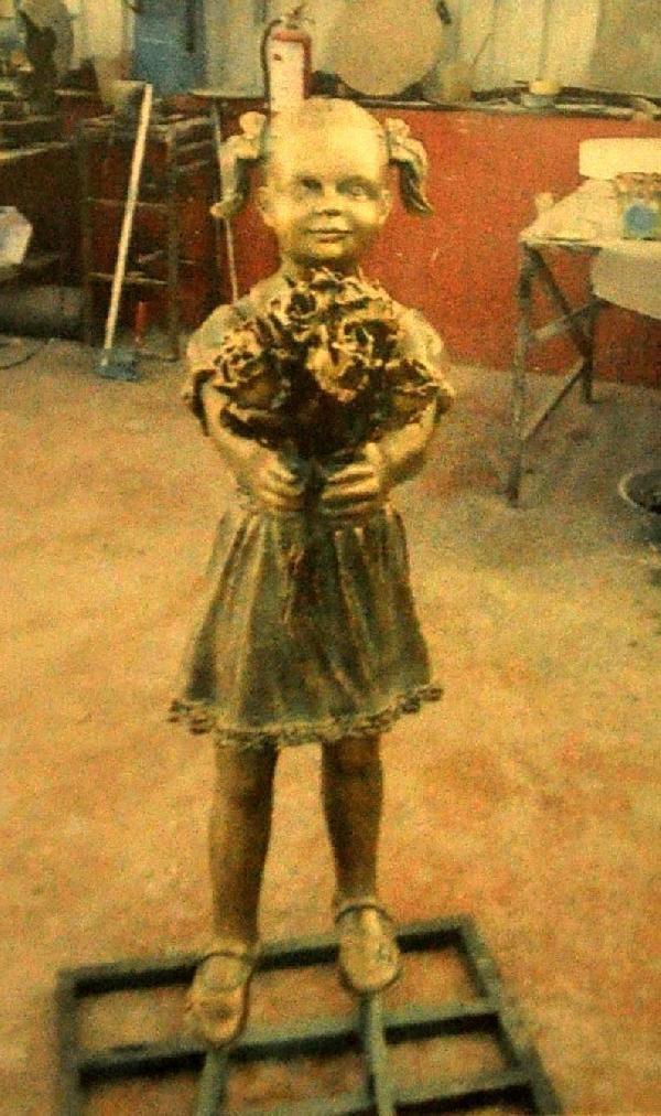 O kızın heykeli yapıldı...