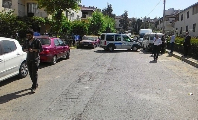 İzmir'de Anne İle Oğluna Arabada İnfaz