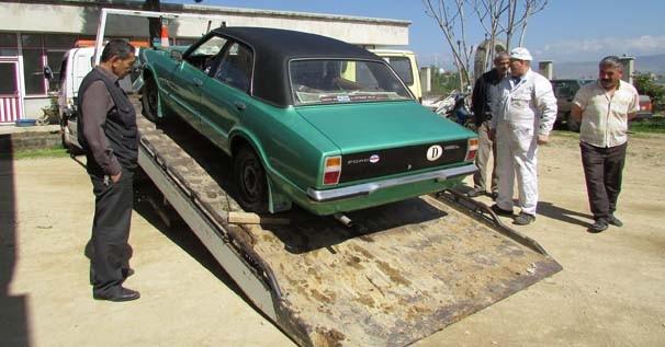 Sakladığı otomobilini 37 yıl sonra çıkardı