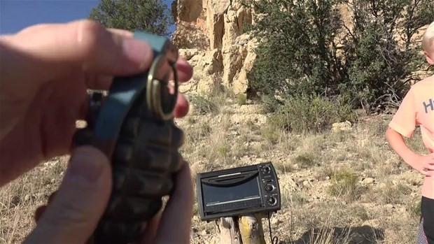 El bombasının içini görmek için bakın ne yaptı!