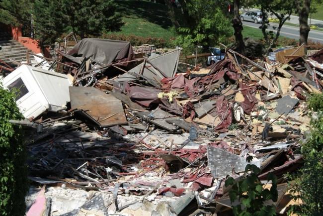 İstanbul'un ünlü eğlence mekanı yıkıldı