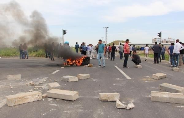 Çiftçiler isyan edip yol kapattı !