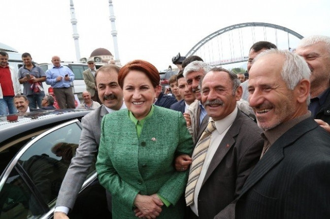 Meral Akşener'i, Sakarya'da Karşılama Konvoyu