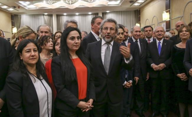 CHP ve Cumhuriyet'ten 23 Nisan resepsiyonu