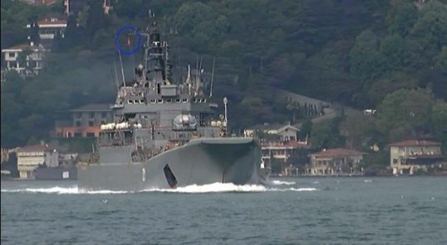 Rus savaş gemisi 'Türk Bayrağı' dalgalandırdı !