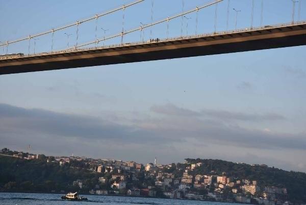 Boğaziçi Köprüsü'nde İntihar Girişimi