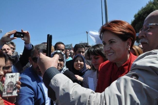 Meral Akşener'e çoşkulu karşılama