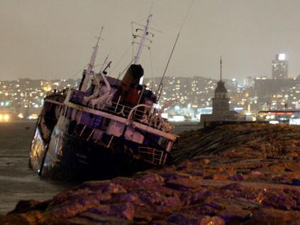 Lodos gemileri parçaladı