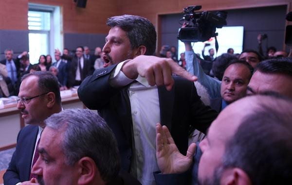 Meclis'teki krtik toplantı kavgayla başladı