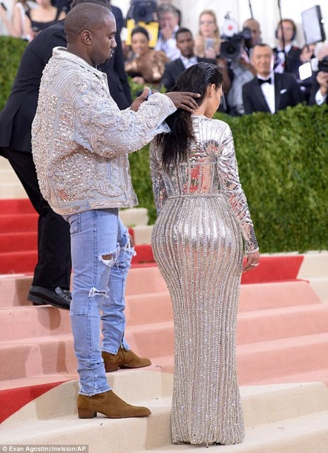 Kim Kardashian kocasına yaptıklarıyla olay oldu!