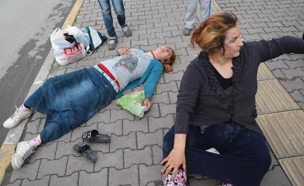 2 kadına sokak ortasında tekme tokat dayak