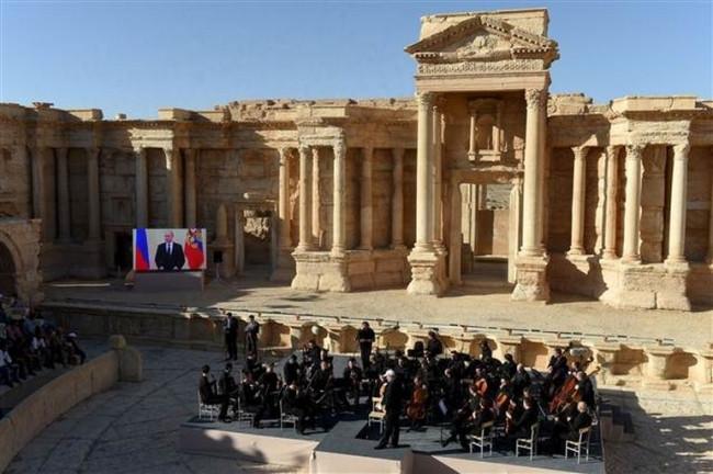 IŞİD'in yakıp yıktığı kentte konser