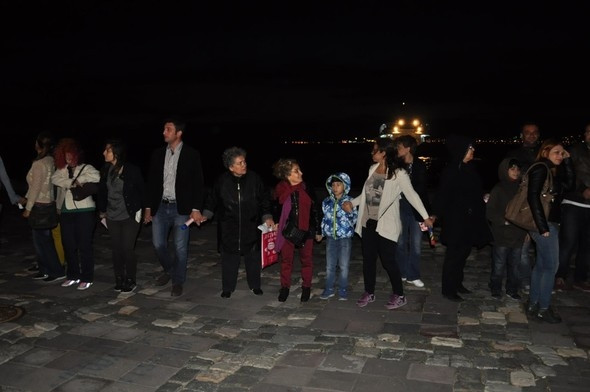 İzmir'de 17 kilometrelik laiklik zinciri