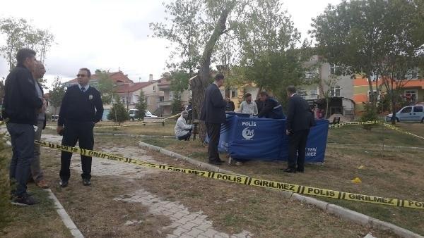 Liseli genç parkta ölü bulundu