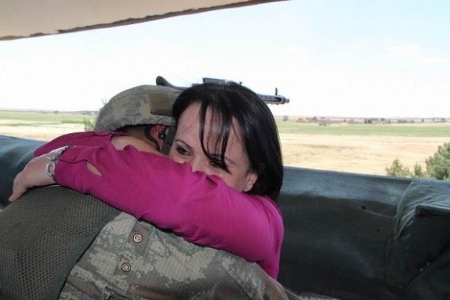 Nöbetteki askeri ağlatan sürpriz