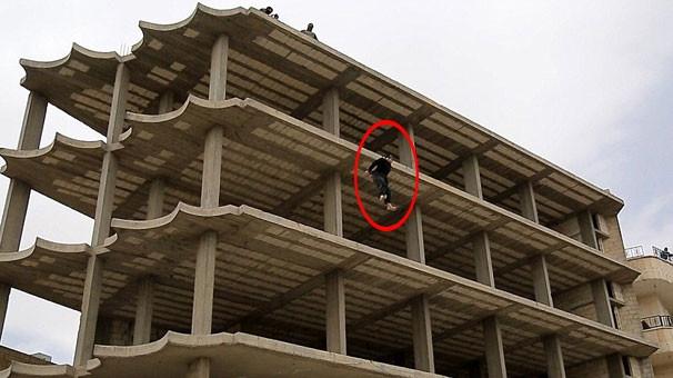 Homoseksüel diye çatıdan attılar