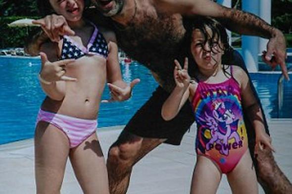 Su parkında boynu kırılan kızını dişlerini kırarak kurtardı