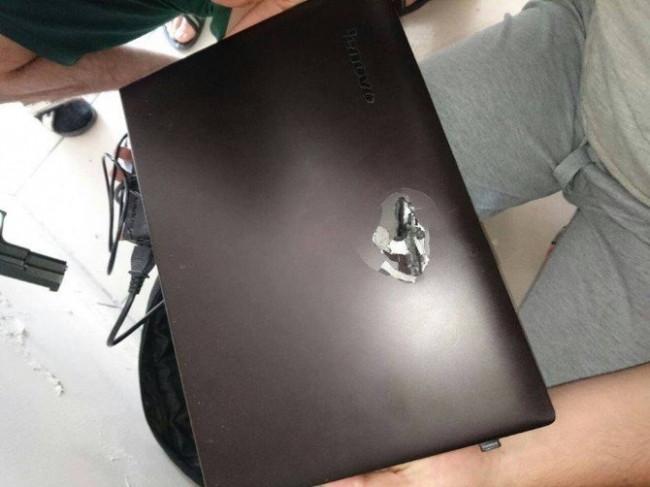 Teröristin kurşunu şans eseri laptopa denk geldi