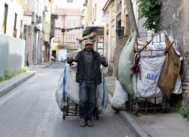 5 dil bilen Suriyeli kağıt toplayarak ekmeğini kazanıyor - Resim: 2