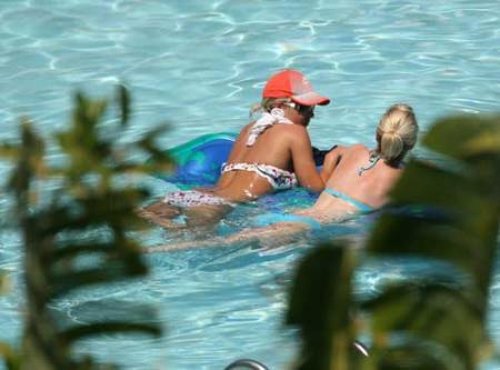 Gemma Atkinson havuzda yakalandı