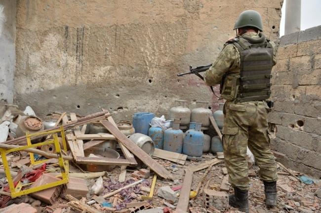Nusaybin'de askerler ele geçirdi poşetler bakın kimin çıktı!