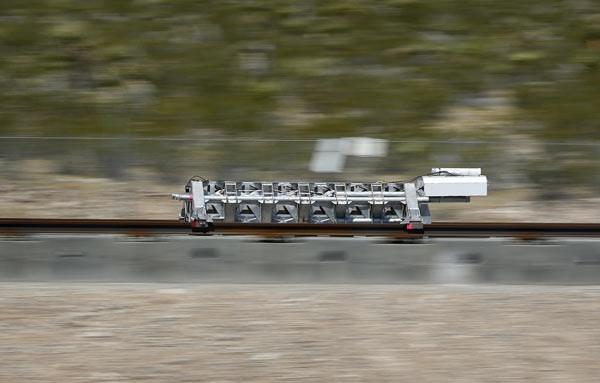 Hyperloop ilk testi geçti !