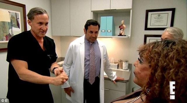 Sahte doktor faciası! Bakın yüzüne ne enjekte etmişler...