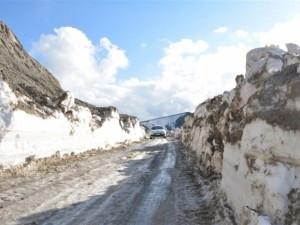 Kar kalınlığı 5 metreyi buldu!