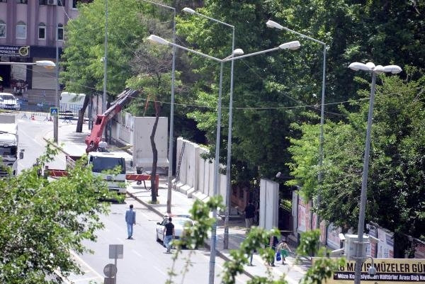 Valilik konutuna beton bariyerli önlem