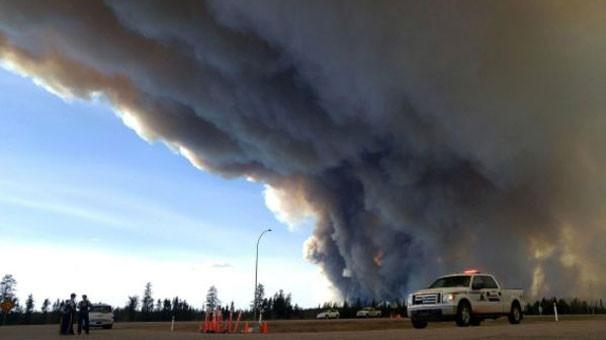 Kanada'da dev yangın: Hayalet kente döndü !