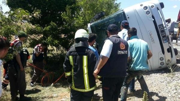 Üniversitelileri taşıyan müdibüs devrildi: 1 ölü, 19 yaralı
