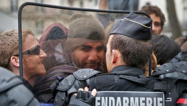Paris sokakları alev alev !