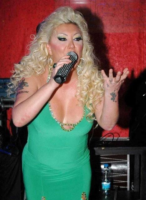 Şarkıcı Güllü 6 ayda 45 kilo verdi! Değişime bakın