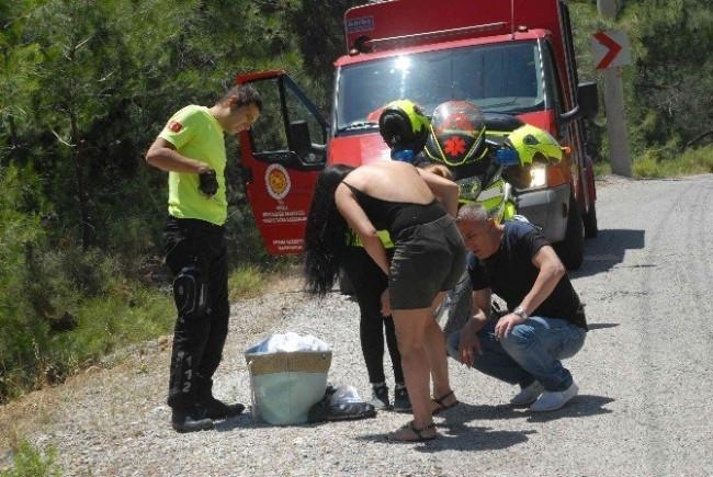 Kaza Yaptı, Polisin Önünde Nişanlısına Saldırdı