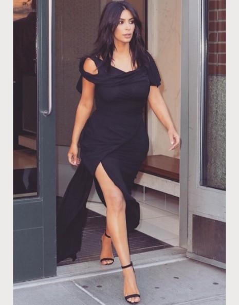 Kim Kardashian hamile mi? Uçakta yaptığı pes dedirtti!