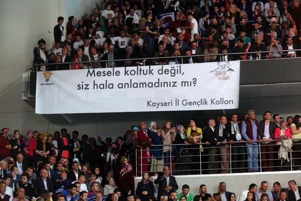 AK Parti kongresindeki pankartlar
