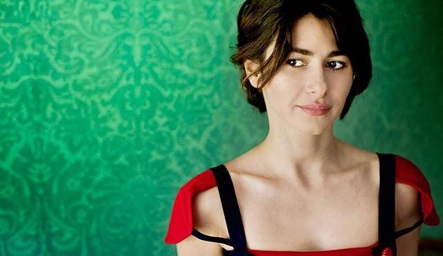 Nesrin Cavadzade çıplak fotoğraflarla sergi açacak
