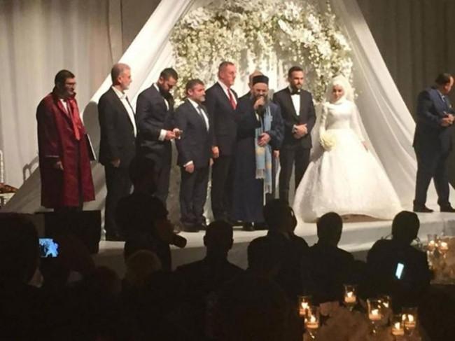 Cübbeli Ahmet kızını evlendirdi