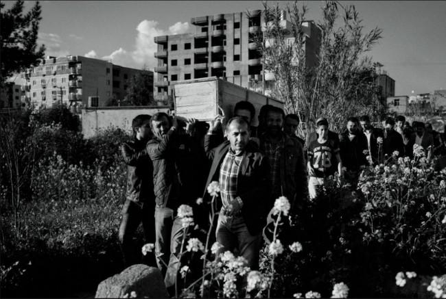 Amerikalı muhabir PKK'lıların arasına karıştı