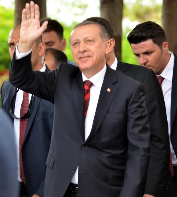 Erdoğan namaz kılarken, çatıya çıktılar !