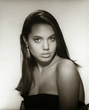 Angelina Jolie 15 yaşında